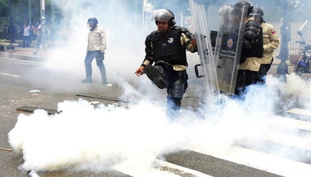 مقتل شرطي بالرصاص خلال مظاهرات في فنزويلا