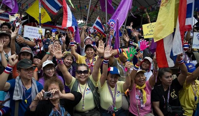 الآلاف يتظاهرون في تايلاند ضد حكومة بلا رأس