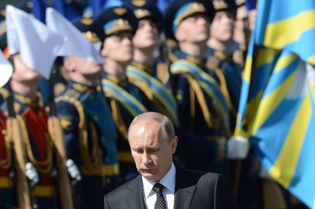 بوتين يشارك في الاحتفالات بعيد النصر في سيفاستوبل بالقرم