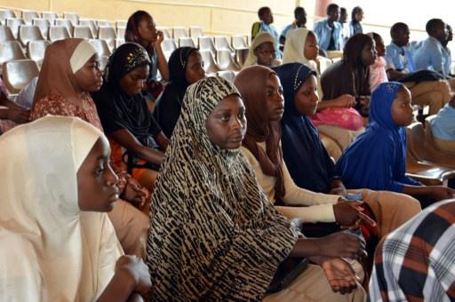 خبراء امريكيون وبريطانيون يصلون الى نيجيريا للمشاركة في البحث عن التلميذات المخطوفات