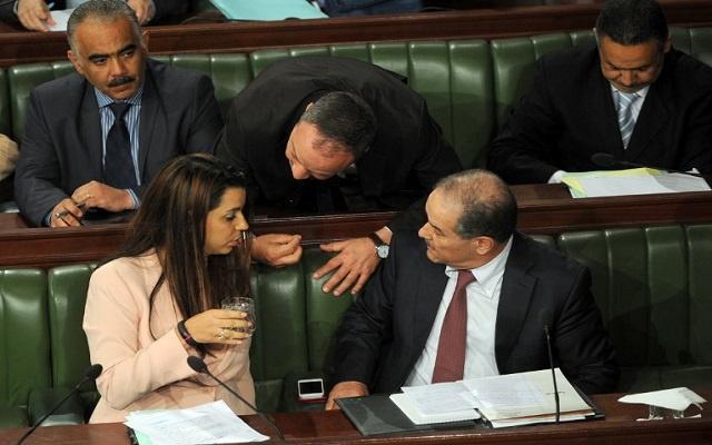البرلمان التونسي يتراجع عن