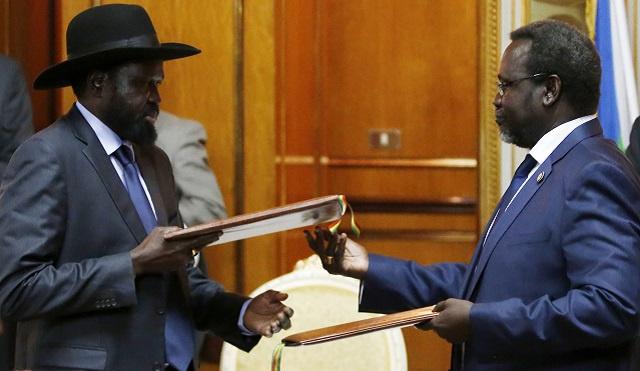 جنوب السودان.. سلفاكير وغريمه مشار يقرران وقف إطلاق النار وتشكيل حكومة انتقالية