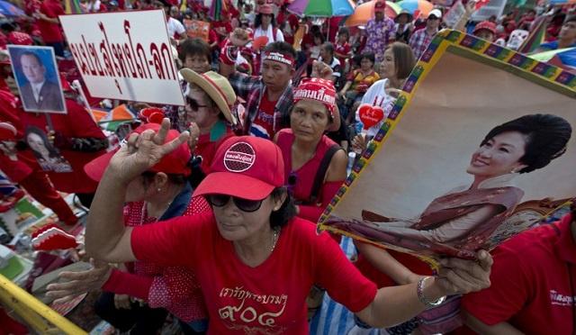 تايلاند.. القمصان الحمر يتظاهرون في بانكوك رافضين إسقاط الحكومة