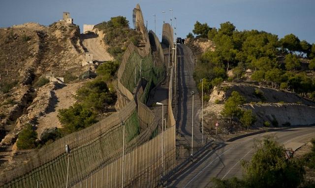 المغرب يشيد جدارا فاصلا قرب مدينة مليلة الإسبانية