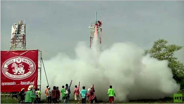 بالفيديو.. فعاليات مهرجان الصواريخ في تايلاند