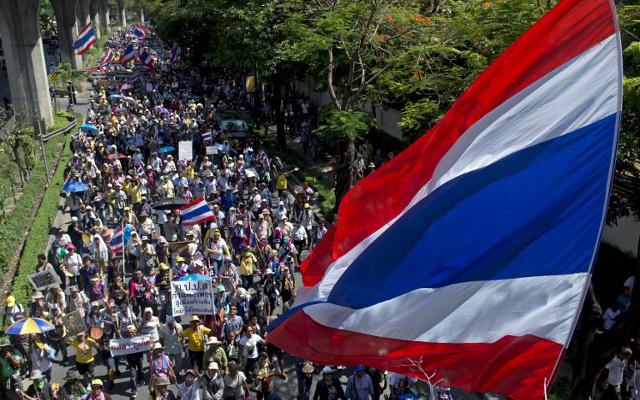 البرلمان التايلاندي يعد خارطة طريق للخروج من الأزمة