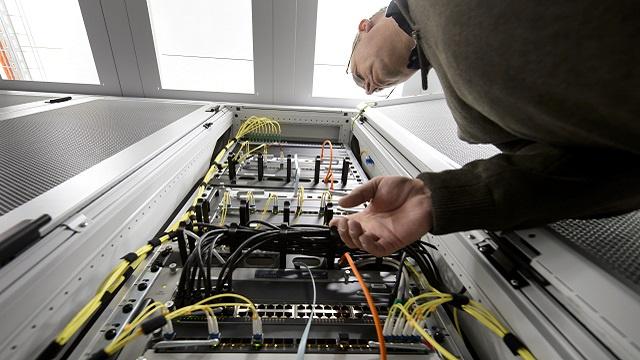 عملاء وكالة الأمن القومي الأمريكية موجودون داخل أجهزة الإنترنت