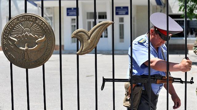 قرغيزستان تحقق في قضية تجنيد مسلحين لإرسالهم إلى سورية