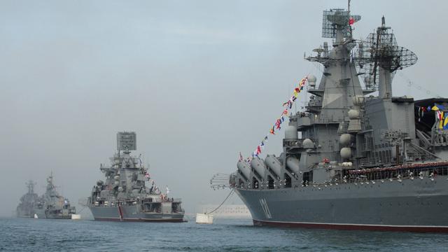 الاحتفال بعيد اسطول البحر الأسود في روسيا (فيديو)