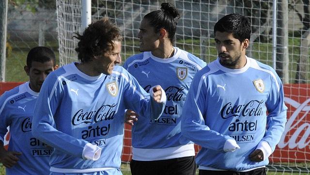 الثلاثي سواريز وكافاني وفورلان يقودون الأوروغواي في البرازيل
