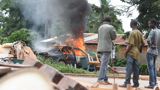 إحراق 13 شخصا أحياء على أيدي مسلحين ومقتل صحفية فرنسية في إفريقيا الوسطى