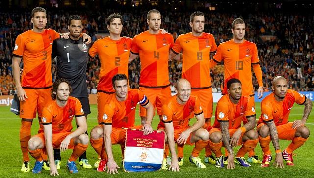 فان غال يكشف لائحة أولية للطواحين الهولندية