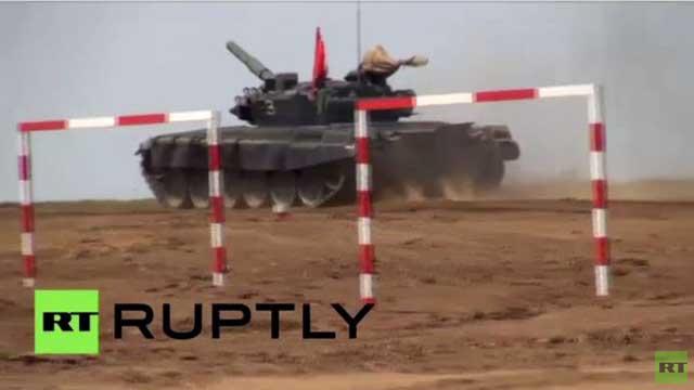 انطلاق سباقات بياتلون الدبابات في مدينة فولغوغراد الروسية (فيديو)