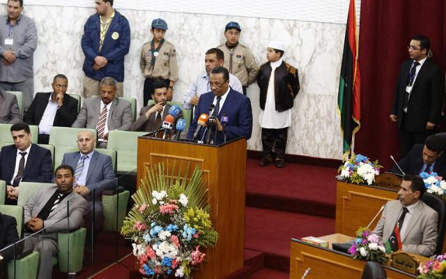 جنود ليبيون يمنعون السيارات من مغادرة مبنى رئاسة الوزراء للمطالبة بأجورهم