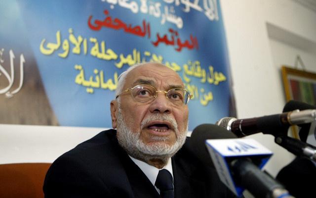 القضاء المصري يبرئ مرشد الإخوان السابق من تهمة إهانة القضاء