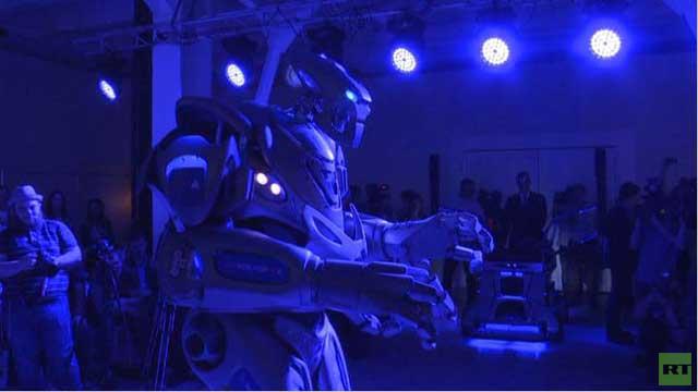 بالفيديو.. الروبوت تيتان يرقص على أنغام موسيقى مختلفة