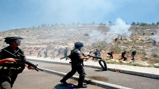 مقتل فلسطينيين اثنين في مواجهات مع الجيش الإسرائيلي قرب سجن عوفر بالضفة الغربية