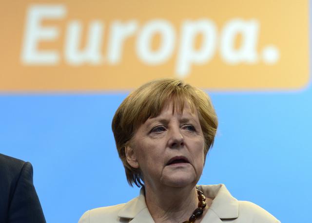 ميركل تشدد على ضرورة مواصلة التعاون مع روسيا على الرغم من الأزمة الأوكرانية