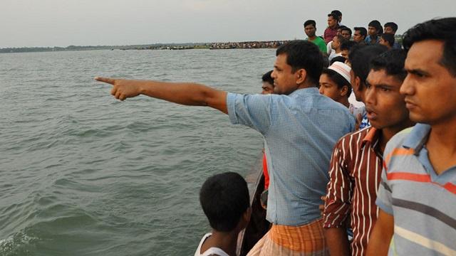 مقتل 25 شخصا وفقدان أكثر من 100 إثر غرق عبارة في بنغلاديش (فيديو)