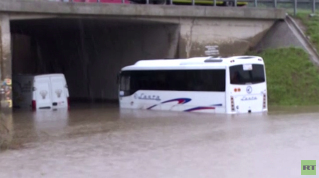 بالفيديو.. صربيا تعلن حالة الطوارئ بعد وقوع ضحايا في فيضانات تجتاح البلاد