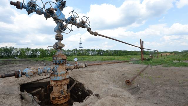 أوروبا تقترح على المستهلكين ملء خزانات الغاز الأوكرانية لضمان الإمدادات