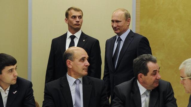 بوتين: يجب ألا نسمح بأن يصبح تتار القرم ورقة ضغط في المواجهة بين روسيا وأوكرانيا