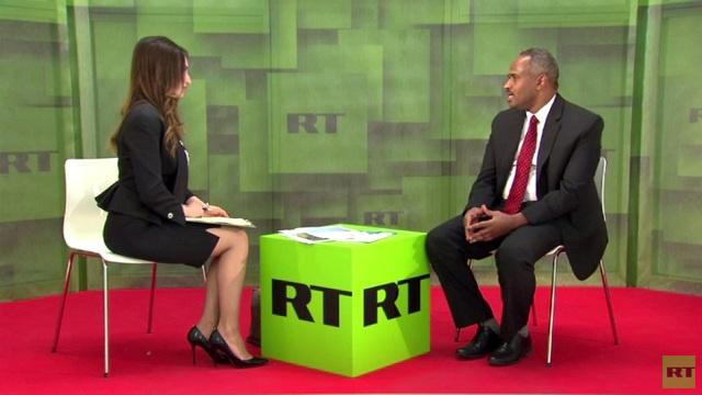 وزير الدولة لشؤون النفط السوداني حاتم أبو القاسم مختار في لقاء خاص مع قناة RT، على هامش فعاليات الاجتماع الوزاري 14 لمنتدى الطاقة الدولي في موسكو