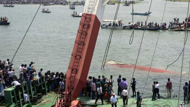 ارتفاع عدد غرقى العبارة في بنغلادش إلى 45 شخصا