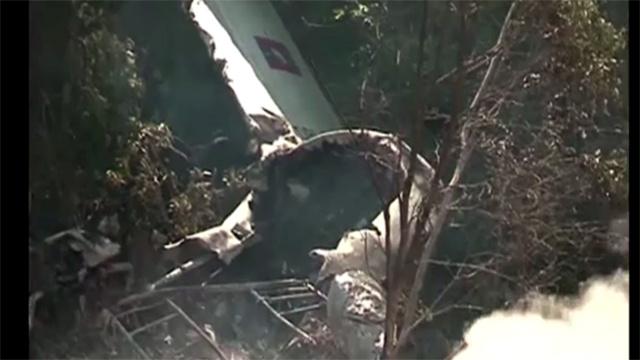 مقتل 17 شخصا من بينهم وزيران وعمدة العاصمة في تحطم طائرة في لاوس (فيديو)