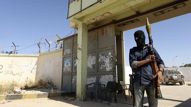 مقتل 24 شخصا وإصابة 150 آخرين في اشتباكات عنيفة في بنغازي شرقي ليبيا