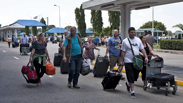 مئات السياح البريطانيين يغادرون كينيا بعد هجمات إرهابية