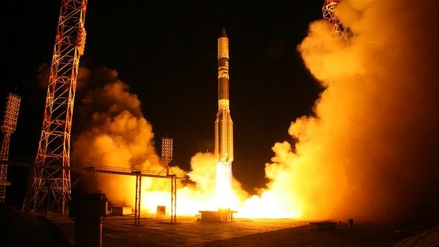 روسيا تعلق عمليات إطلاق صاروخ بروتون الحامل للأقمار الاصطناعية
