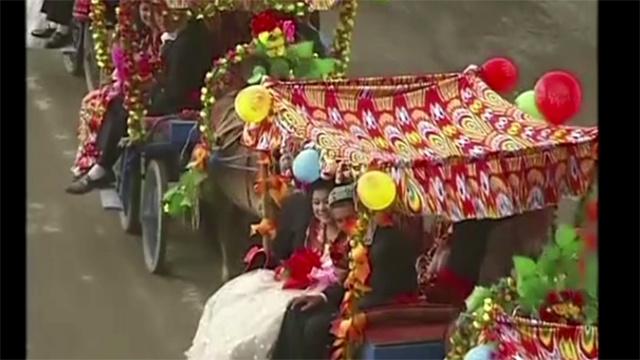 بالفيديو.. 99 زفافا في حفلة جماعية بالصين