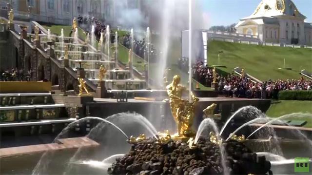 بالفيديو.. افتتاح متحف بيترهوف أحد أجمل متاحف العالم للسياح في موسم الصيف