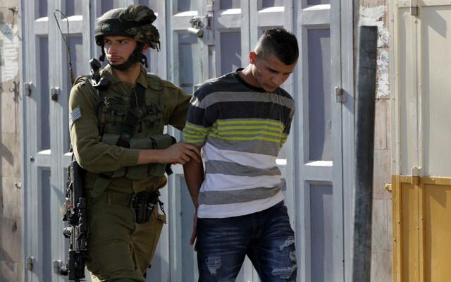 الجيش الإسرائيلي يعتقل 13 فلسطينيا