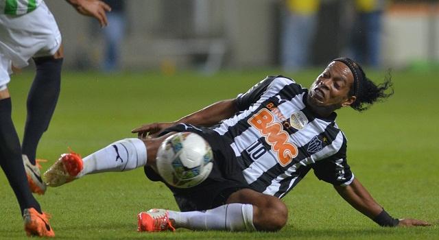 بالفيديو.. رونالدينيو المتألق جدا في الدوري البرازيلي غائب عن تشكيلة منتخب السامبا