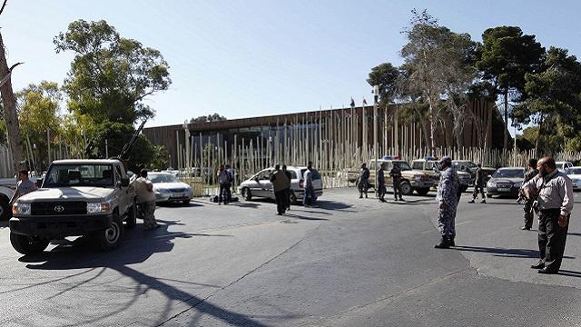 بيان للتحرك العسكري في طرابلس يجمّد المؤتمر الوطني العام