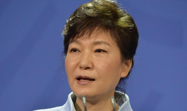 رئيسة كوريا الجنوبية تعتذر بشأن غرق العبارة وتعلن حل خفر السواحل
