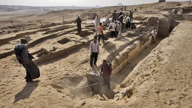 تابوت فرعوني آخر يكتشف بمقبرة جنوبي القاهرة