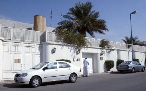 السفارة السعودية لدى ليبيا تعلق أعمالها والهدوء يعود إلى طرابلس