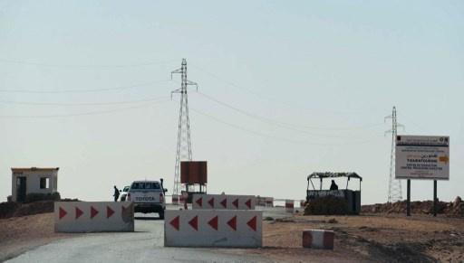 الجزائر تغلق حدودها البرية مع ليبيا