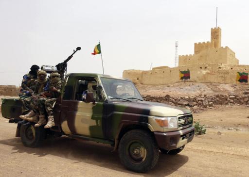 مسلحو الطوارق يفرجون عن 30 مسؤولا في مالي