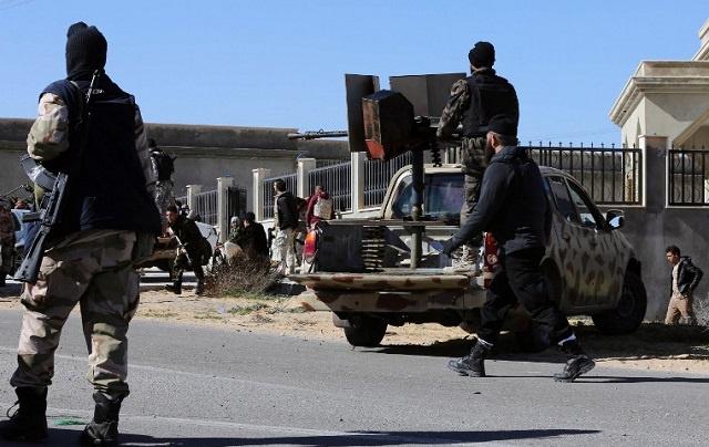 الحكومة الليبية تدعو البرلمان إلى إجازة وحفتر يعزز قواته