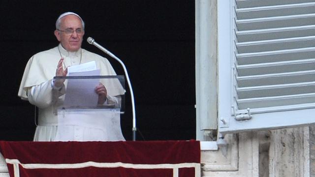 إيطاليات يطالبن البابا السماح للكهنة بالزواج