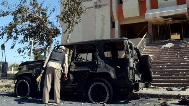 مقتل مصري في هجوم بقنبلة على سيارة للشرطة في سيناء
