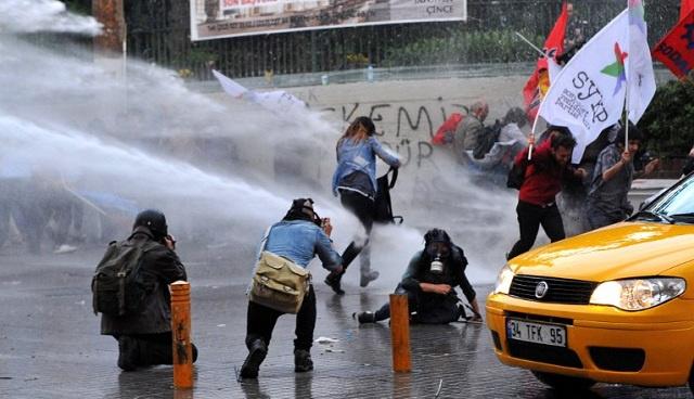 إصابة شخص بعد صدامات بين الشرطة ومحتجين في اسطنبول