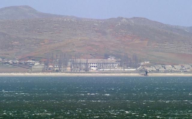 قصف مدفعي متبادل بين الكوريتين بالقرب من جزيرة على الحدود