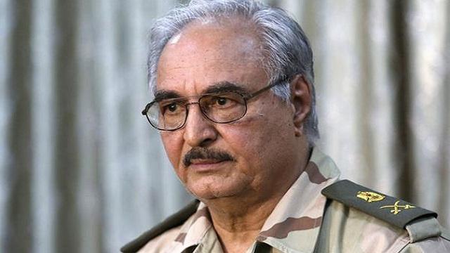 اللواء حفتر يعد مصر بتسليمها قيادات الاخوان في ليبيا