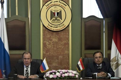 لافروف وفهمي يبحثان قضايا اقليمية على رأسها الوضع في ليبيا