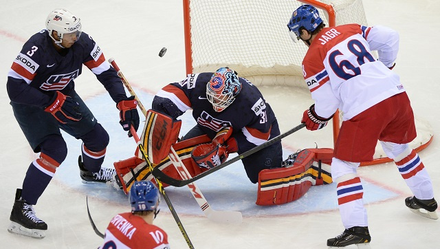 روسيا تبلغ نصف نهائي كأس العالم لهوكي الجليد
